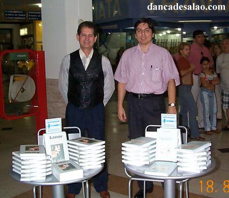Lançamento do livro Samba de Gafieira e a dança de salão carioca , de Marco Antonio Perna, e Tango - uma paixão portenha no Brasil , de Ney Homero Rocha. Dia 18/8/2001...