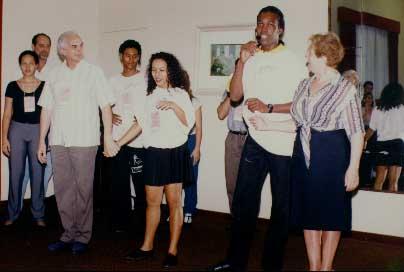 Foi em 1997 que conheci Jô Passos (o mais alto, de microfone na foto acima) no II Encontro Internacional promovido por Jaime Arôxa no Rio de Janeiro. Ele era o bam-bam-bam do forró. Tirei...