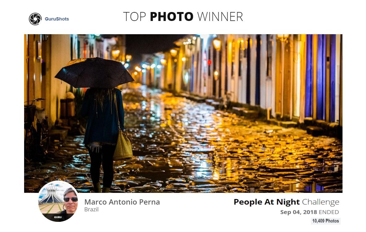 People at Night - Noite Chuvosa em Paraty